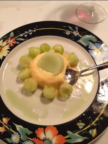 savarin van mango met meloen en basilicumstroop